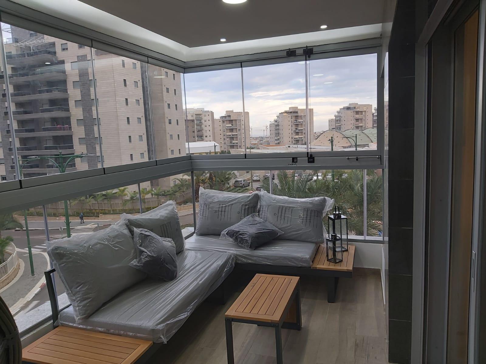 וילון זכוכית למרפסת - אלום צידן