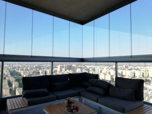כמה עולה סגירת זכוכית למרפסת