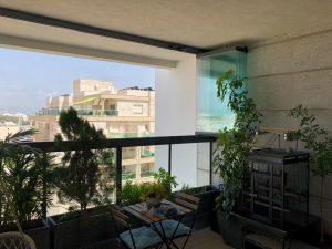 סגירת זכוכית למרפסת